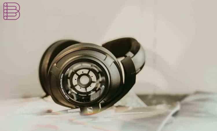 sennheiser-hd820-high-end-headphones-for-audiophiles-6