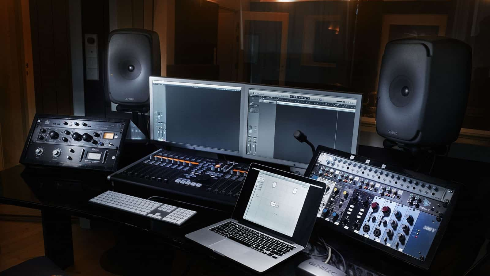 difference-between-hifi-speakers-and-studio-monitors-explained