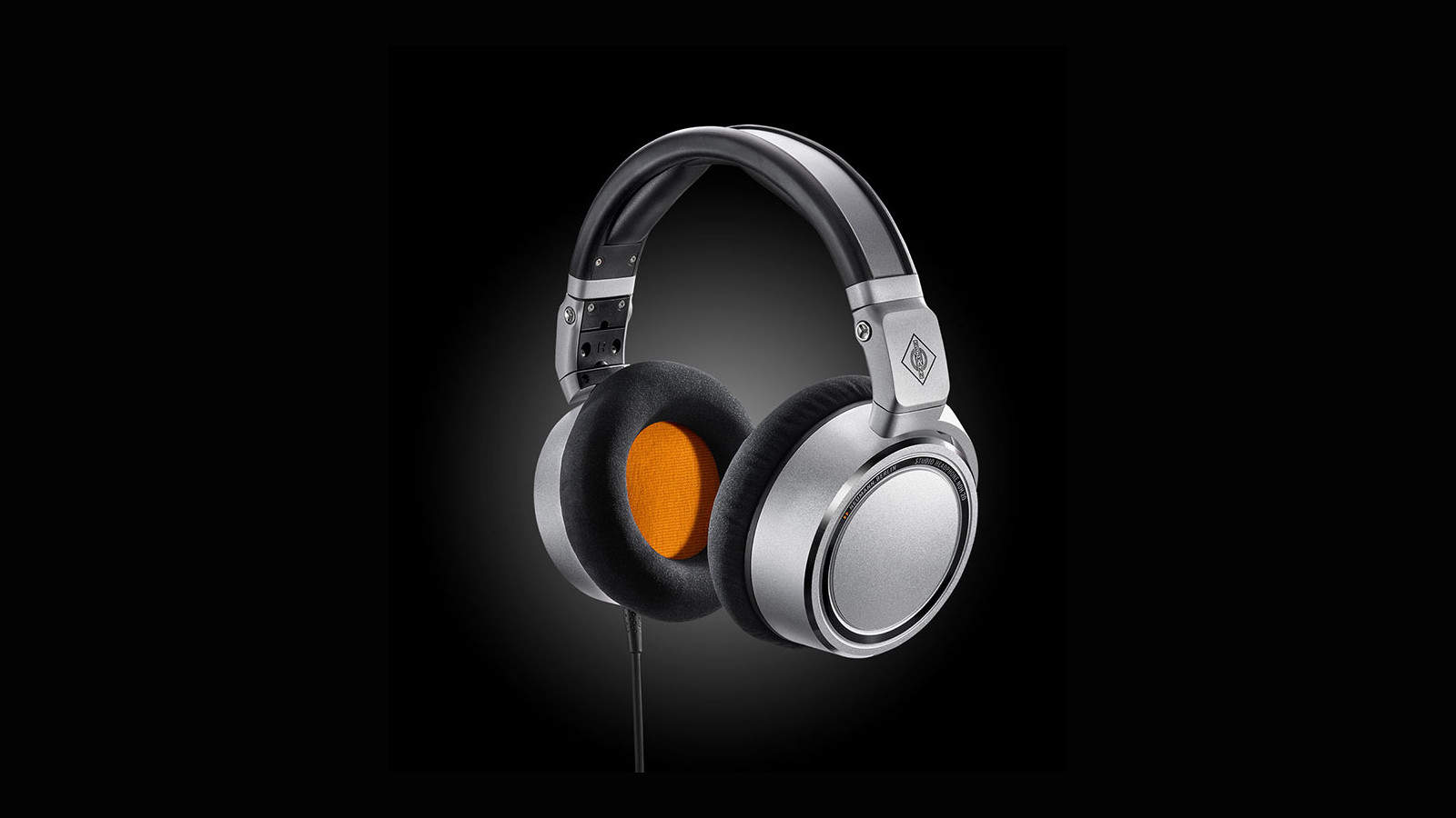 x1_NDH-20-Diagonal_Neumann-Headphone_BOHEback