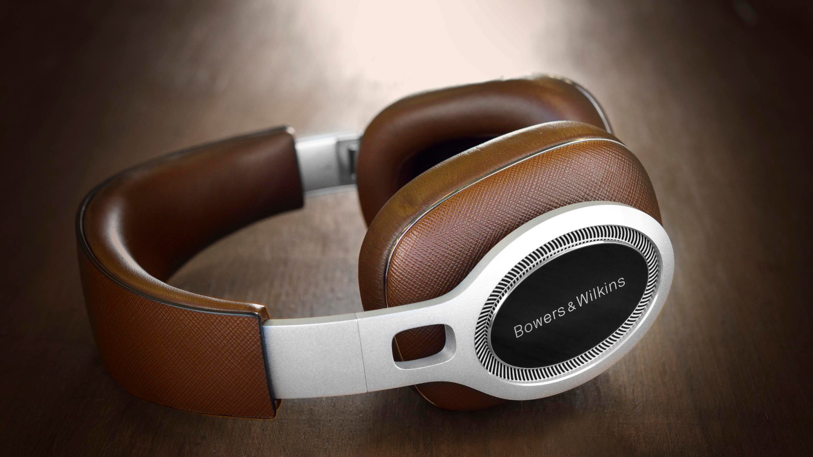 BowersWilkins-P9signature)over-earheadphones2