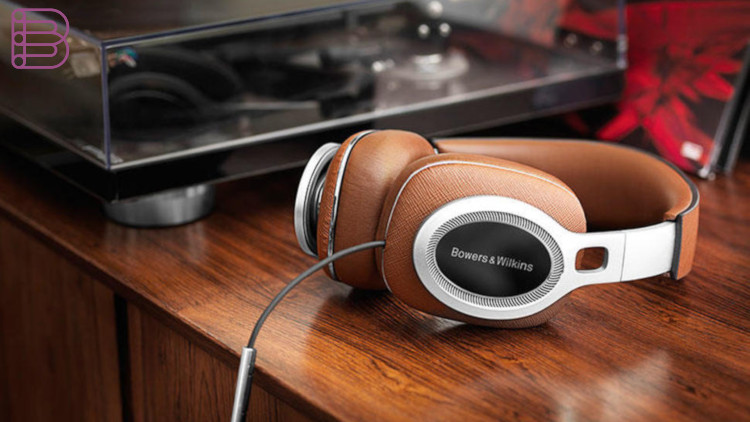 BowersWilkins-P9signature)over-earheadphones4