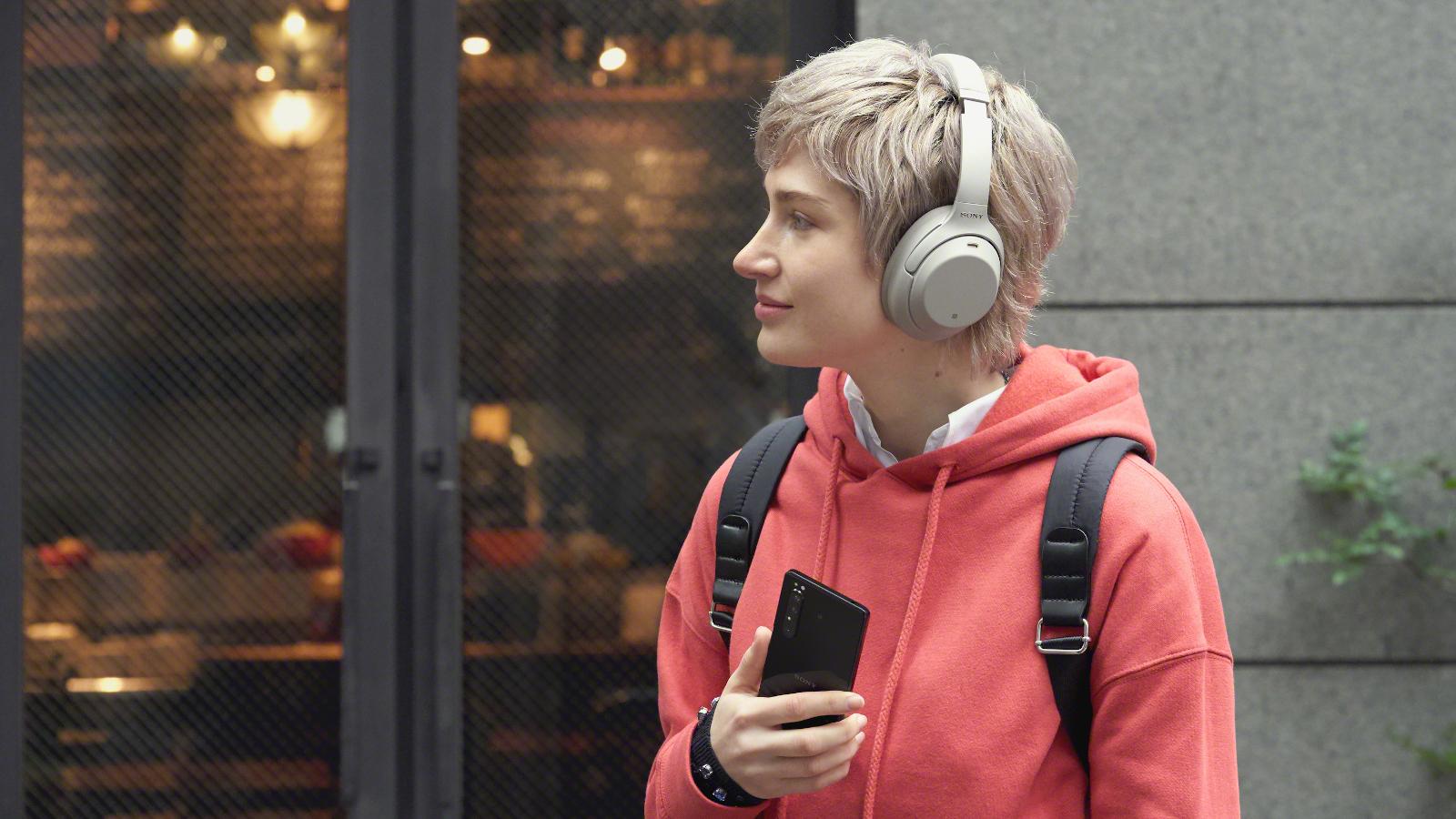 sony-xperia1II-headphones