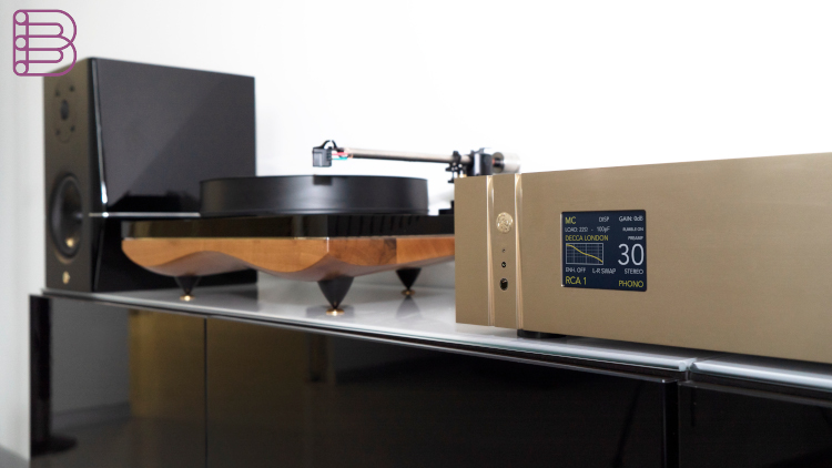 gold-note-ph1000-phono-stage-lifestyle